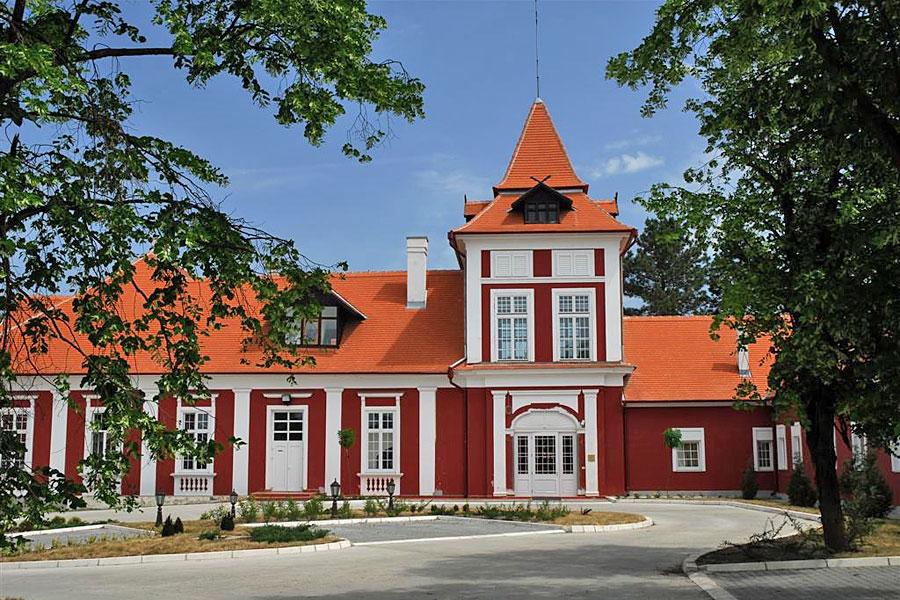 Jagdschloß-Hotel KAŠTEL Ečka